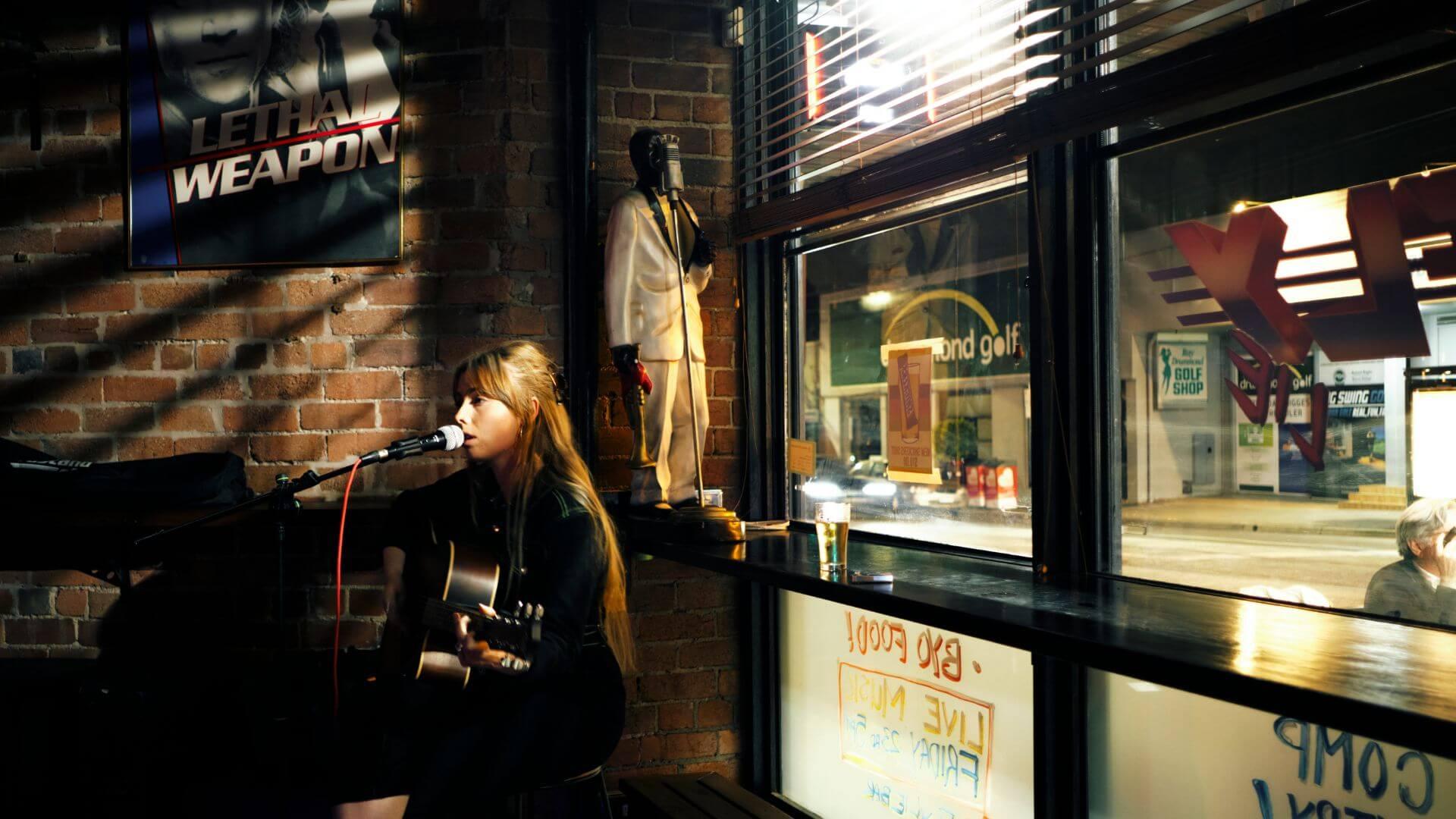 Fly Lie Bar Acoustic Singer